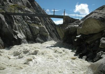 Das Wasser hat lange am Fundament genagt.