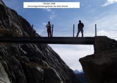 Nach der Fertigstellung der neuen Brücke wird die alte Brücke zum Abtransport nach Zenbächen bereitgemacht