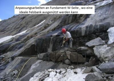 Das Fundament auf der W-Seite konnte teils auf einer natürlichen Felsbank gebaut werden.