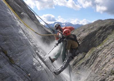 Steinschlag und Schneeschutzkeil Oberaletschschlucht